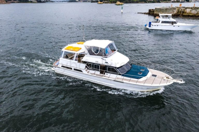 boat hire sydney on ambience 15
