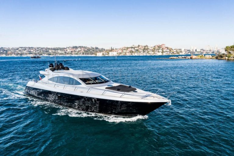 boat hire sydney on ghost 1 6