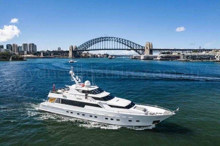 boat hire sydney on oscar ii 20