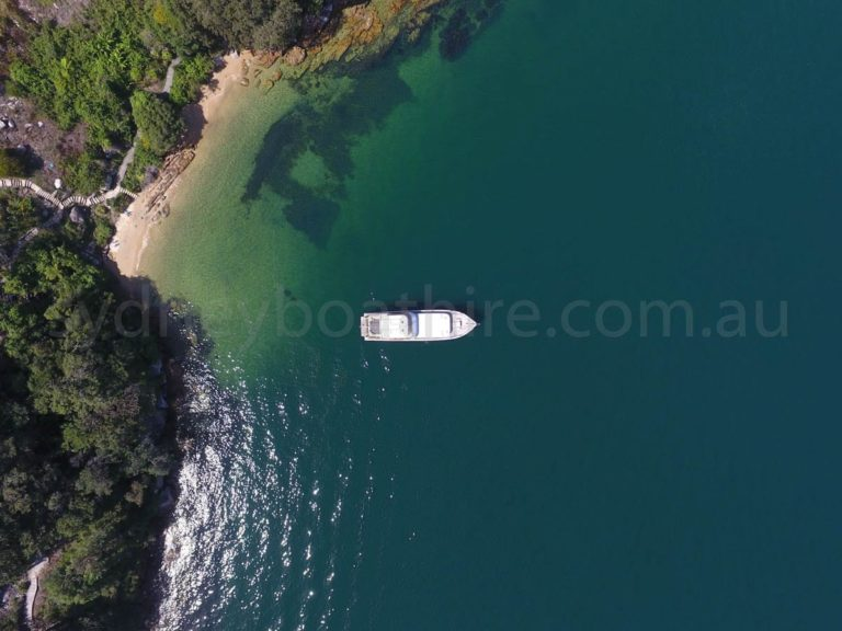 boat hire sydney on comissioner ii 18