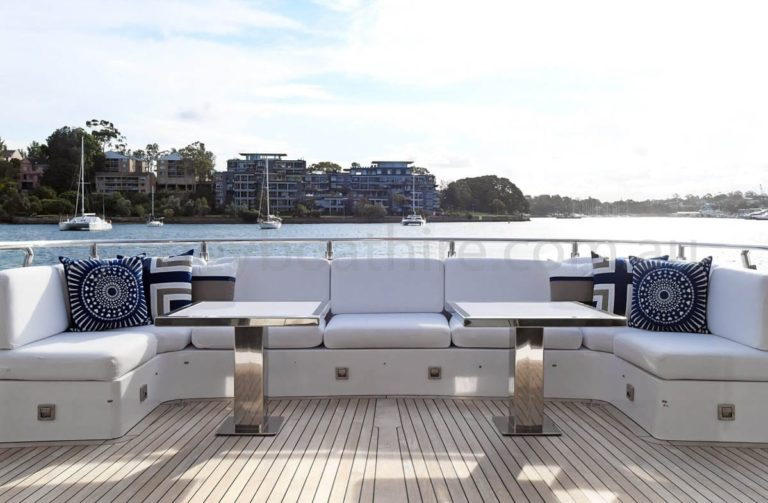 boat hire sydney on infinity pacific 68